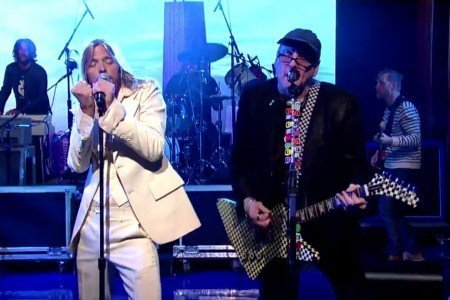 """Stiff Competition"" - Foo Fighters ft Rick Nielsen on Letterman 10.16.2014 [YouTube Official Videos]"