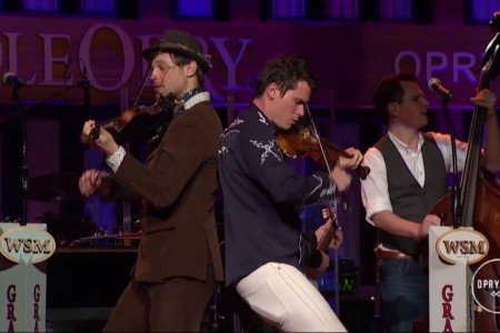"image for article ""8 Dogs 8 Banjos"" - Old Crow Medicine Show on Opry At The Ryman 11.07.2014 [YouTube Video]"