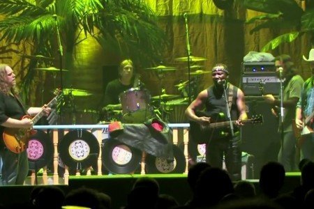"image for article ""Pressure Drop"" - Gov't Mule ft Toots Hibbert Dec 31, 2006 [Official YouTube Video]"