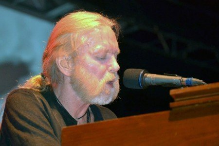 image for article Gregg Allman's Laid Back Festival Showcased Legends of Yesteryear, Tomorrow's Talent at Jones Beach on August 29, 2015 [Zumic Review + Photos]
