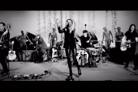 "image for article ""Be Still"" - The Dead Weather [YouTube Live Performance Video]"