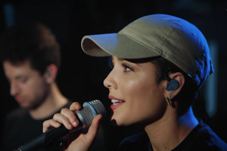 "Halsey Sings ""Hold Me Down"" & ""Love Yourself"" (Justin Bieber Cover) on Triple J Radio's 'Like a Version' [YouTube Official Videos + Full Audio]"