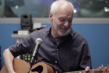 "Watch Peter Frampton Perform Acoustic Versions of ""Do You Feel Like We Do"" & Beatles Classic ""Norwegian Wood"" at SiriusXM Classic Vinyl Concert [YouTube Video]"