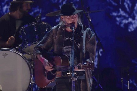 Neil Young + Promise of the Real's Full Set at Farm Aid in Burgettstown, PA on Sep 16, 2017 [YouTube Videos]