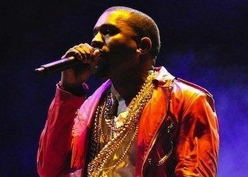 535px-Kanye_West_Lollapalooza_Chile_2011_2