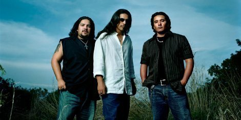image for article Henry Garza of Los Lonely Boys Hospitalized After Stage Fall