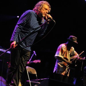 black-dog-robert-plant-and-the-sensational-shape-shifters-live-performance