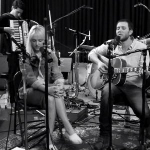 "image for article ""Dancing In The Dark"" - Laura Marling & Eddie Berman (Bruce Springsteen Cover) [Youtube]"