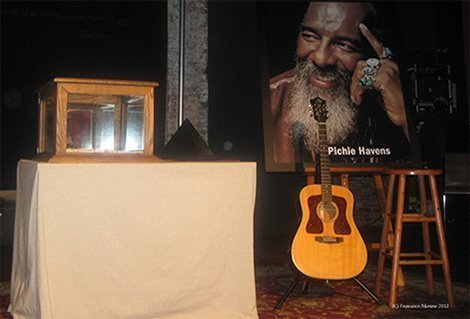 richie-havens-city-winery-nyc-memorial-ashes-guitar-portrait-stool