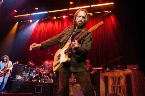Tom-Pettys-Sold-Out-Show-At-Fonda-Theater-Cut-Short-Due-To-Safety-Hazard-1