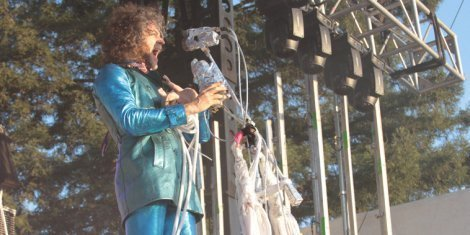 flaming-lips-terror-wayne-coyne-live