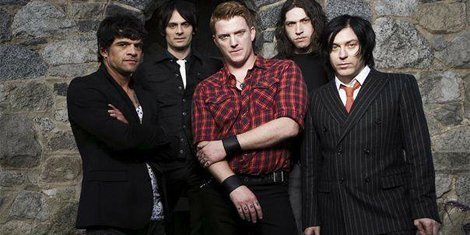 group-pic-queens-stone-age-like-clockwork-zumic