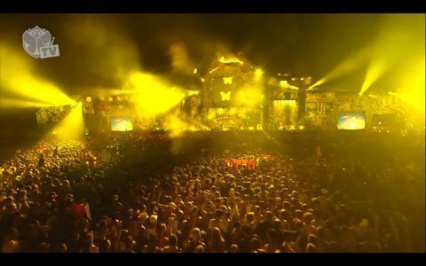 Avicii-Tomorrowland-2013-Image-1