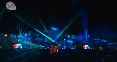 Avicii-Tomorrowland-2013-Image-2