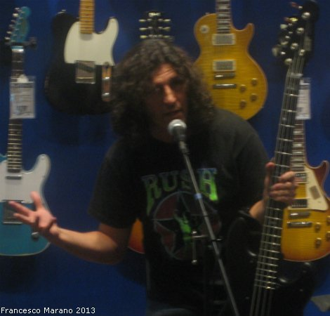FrankBello-GuitarCenter-2013 004
