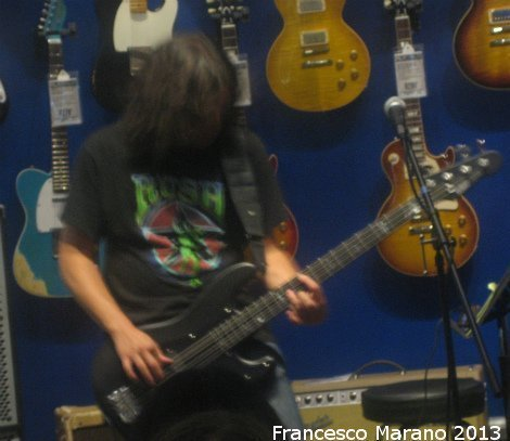 FrankBello-GuitarCenter-2013 012