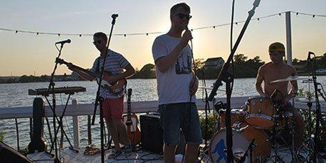 cayucas-surf-lodge-montauk-concert-review-photo