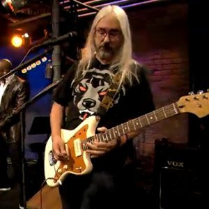 j-mascis-sits-in-with-the-roots-on-late-night-with-jimmy-fallon