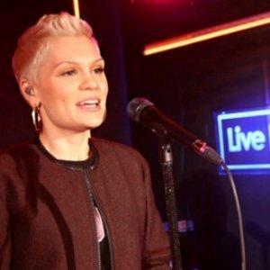 Jessie-J-I-Knew-You-Were-Trouble-Live-Lounge
