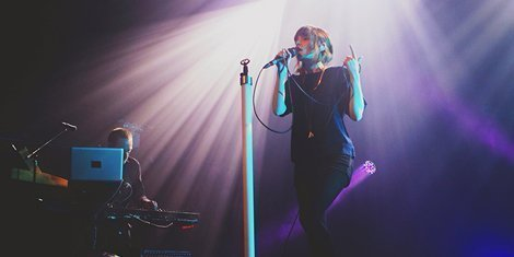 chvrches-live-terminal-5-9-22-2013-zumic-concert-review-3
