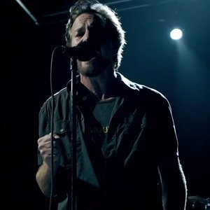 pearl-jam-release-music-video-to-new-single-sirens-from-lightning-bolt