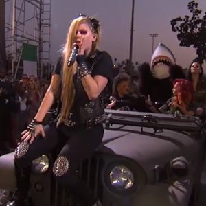 "image for article ""Rock N Roll"" & ""Here's to Never Growing Up"" - Avril Lavigne [YouTube Kimmel Live Performance]"
