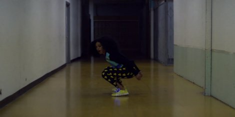 solange-lovers-in-the-parking-lot-video2