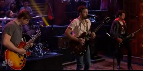temple-kings-of-leon-fallon-live-performance-2