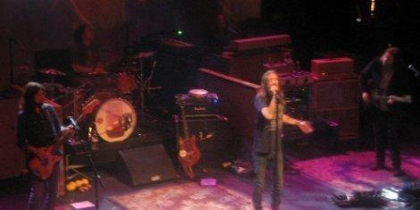 Black-Crowes-Terminal-5-102913-Chris-Robinson-singing-NYC