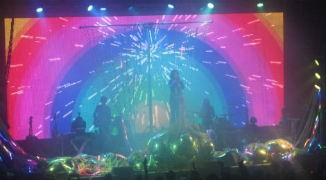 FlamingLips-Terminal5-rainbow1-2013