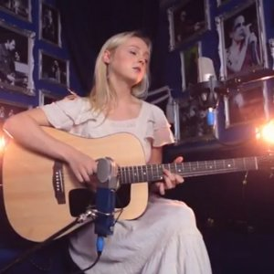 "image for article ""Love Be Brave"" (Acoustic) - Laura Marling [YouTube Video]"