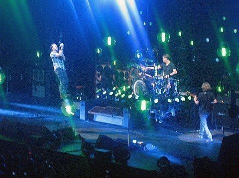 Pearl-Jam-Eddie-Vedder-swinging-Barclays-Center-brooklyn-2013