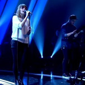chvrches-perform-lies-and-the-mother-we-share-on-later-with-jools-holland