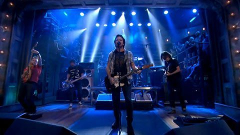 lightning-bolt-pearl-jam-jimmy-fallon-video