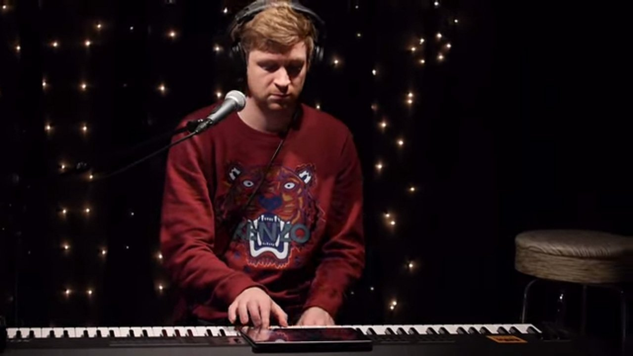 olafur-arnalds-kexp-2013-youtube-video-tiger-sweater