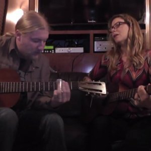 tedeschi-trucks-band-live-acoustic-performance-of-it's-so-heavy