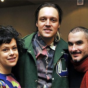 image for article Arcade Fire on BBC Radio 1 with Zane Lowe 11.19.2013 [Full Interview & Performance]