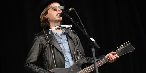 beck-spinal-injury-prevented-new-albums
