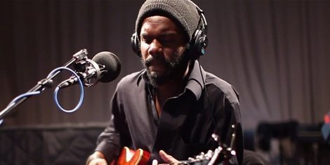 gary-clark-jr-live-wnyc-soundcheck-bright-lights-next-door-neighbor-blues-when-my-train-pulls-in-2
