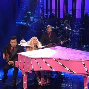 "image for article ""Do What U Want"" & ""Gypsy"" - Lady Gaga ft R. Kelly on Saturday Night Live [Videos]"