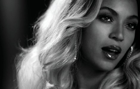 Beyonce-Releases-Surprise-Visual-Album-Zumic