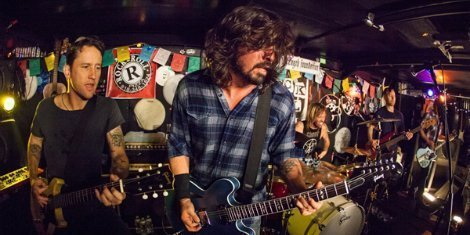 foo-fighters-secret-show-rock-and-roll-pizza