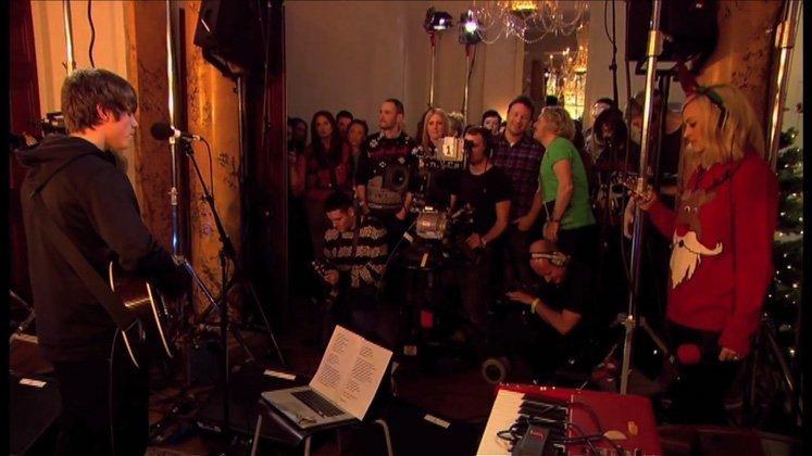 jake-bugg-fearne-john-lennon-merry-xmas-war-is-over-bbc-video-2013