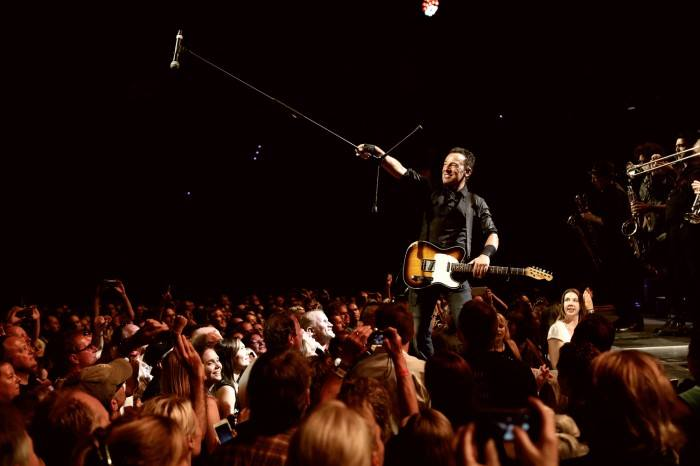 Bruce-Springsteen-crowd-concert