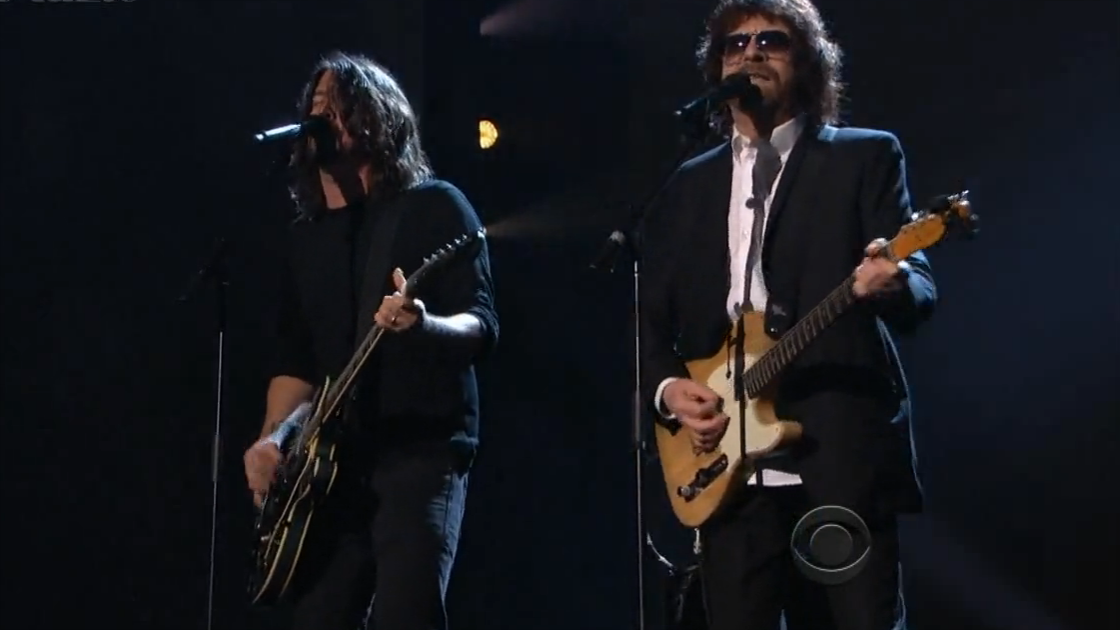 "image for article ""Hey Bulldog"" - Dave Grohl & Jeff Lynne (Beatles 50th Anniversary in Los Angeles) [Video]"