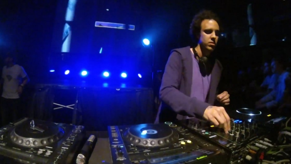 image for article Four Tet Live at SXSW 3.15.2014 [YouTube Video]