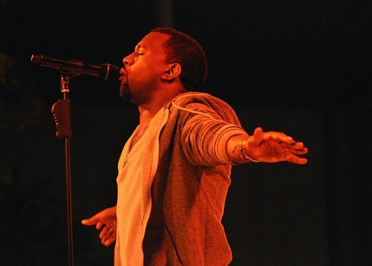 kanye-West-Live-Performance-Arms-Spread-Out-