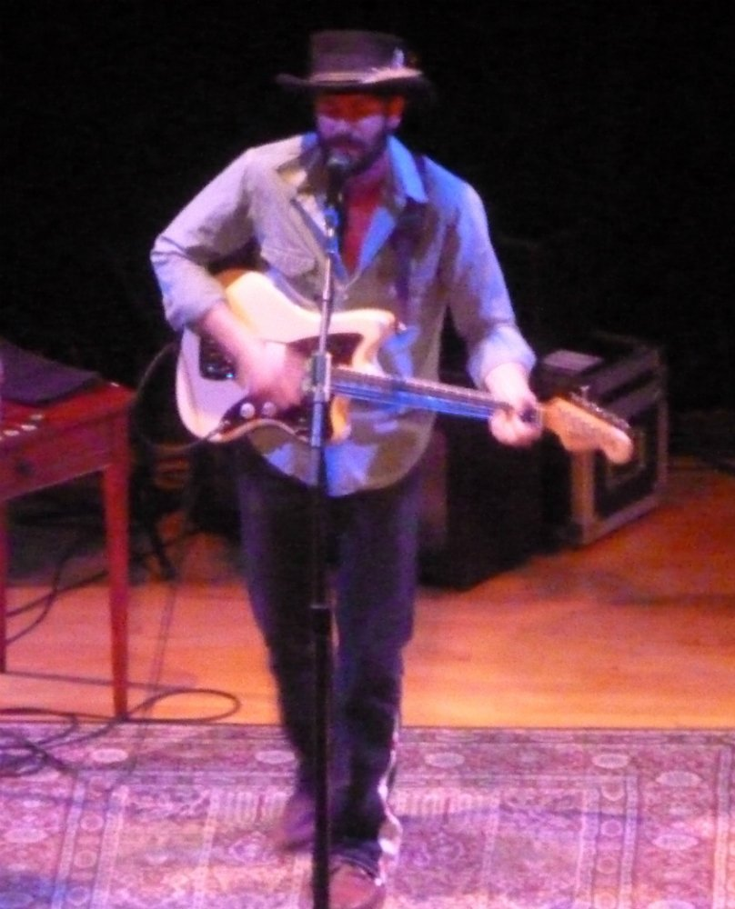 Ray-LaMontagne-electric-guitar-Town-Hall-NYC