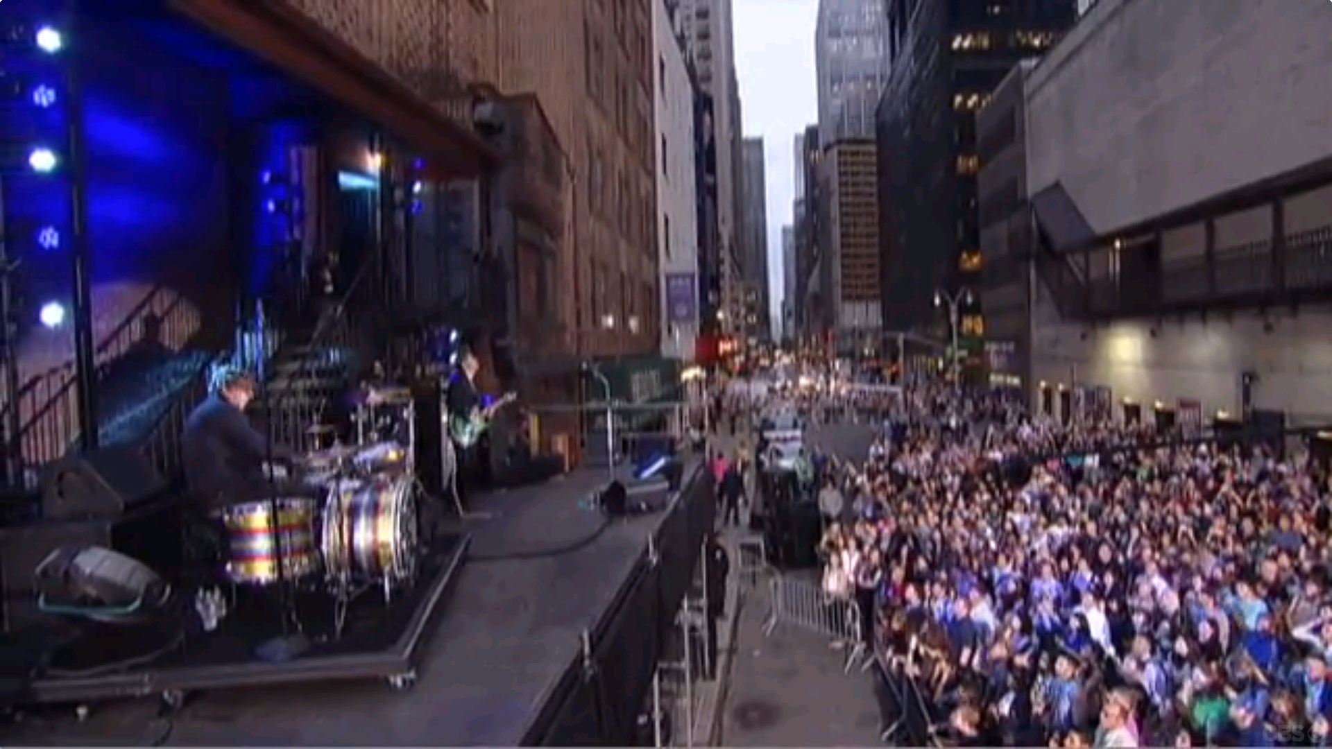 black-keys-live-on-letterman-crowd