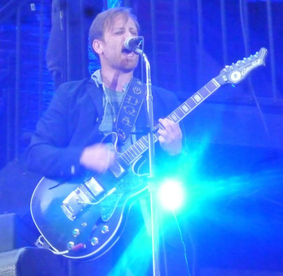 dan-auerbach-custom-kraft-guitar-live-on-letterman